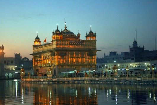 Золотой храм перед рассветом.